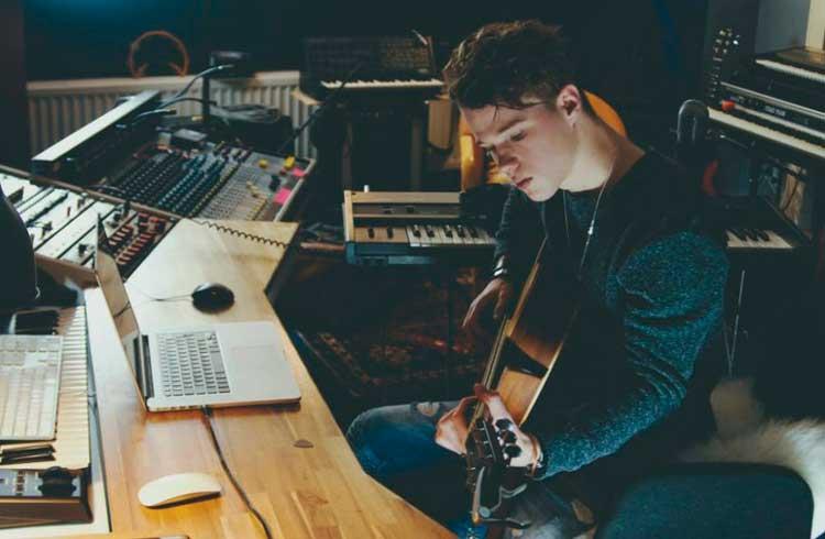Startup permite investir em músicas por meio de blockchain