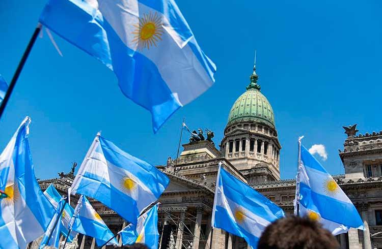 Acesso ao Bitcoin na Argentina é dificultado pela desbancarização, afirma especialista