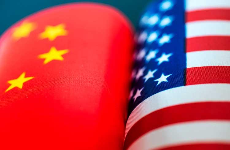 Criptomoedas serão fundamentais na luta entre dólar e yuan digitais, afirma Forbes
