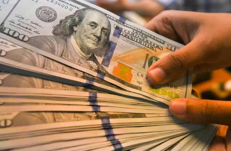 Dólar dispara e IBOV recua em razão de dois grandes fatores