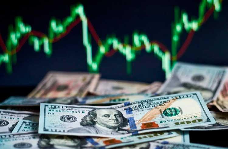 Economistas vêem dólar alto e leve melhora da economia em 2020