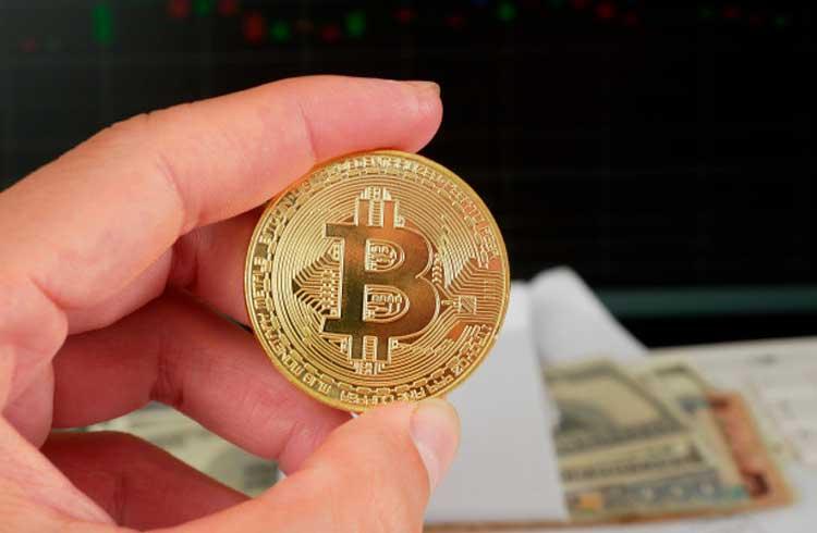 Investidores recorrem a Bitcoin, ouro e uísque para fugir da inflação