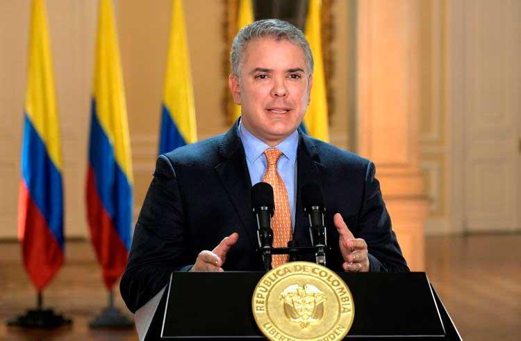 Imagem do presidente da Colômbia é usada em golpe de Bitcoin