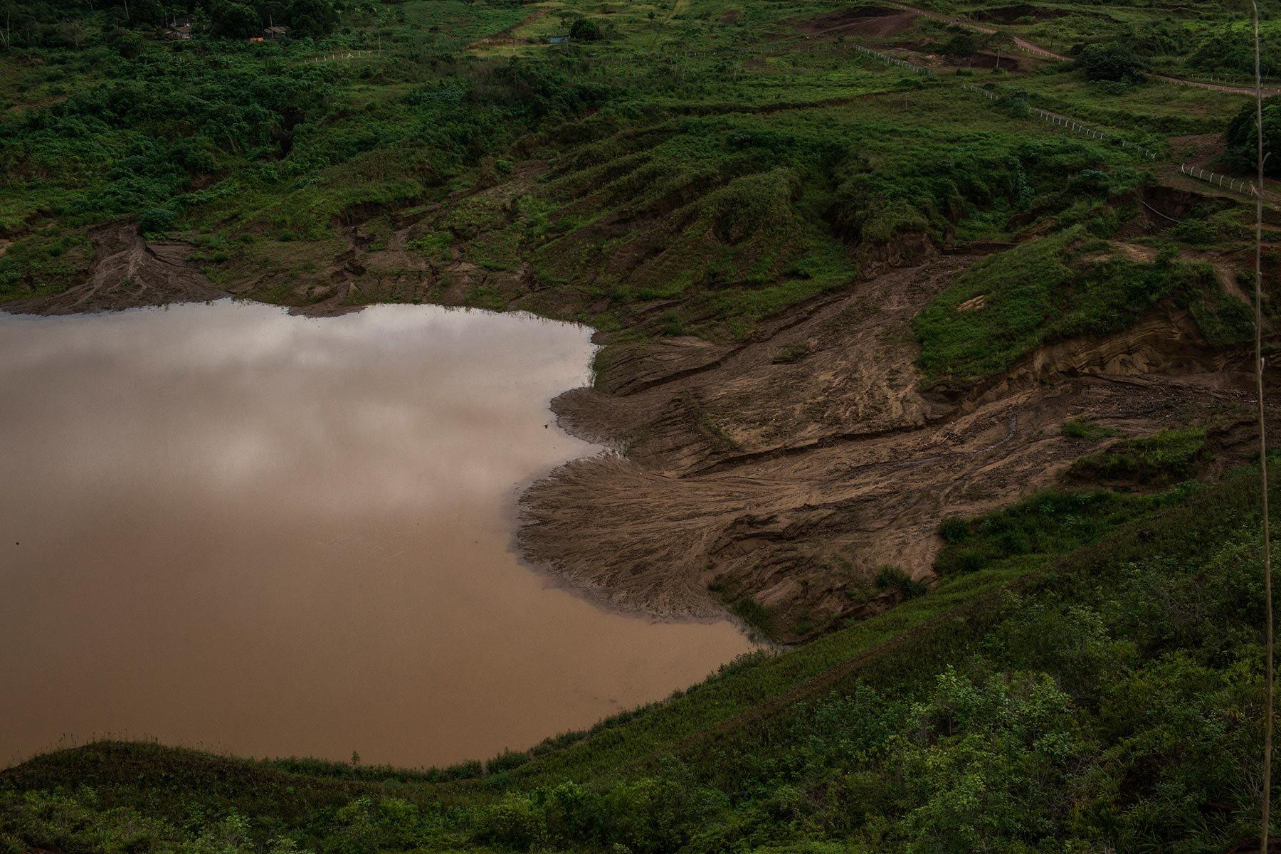 Lago na Serra Pelada