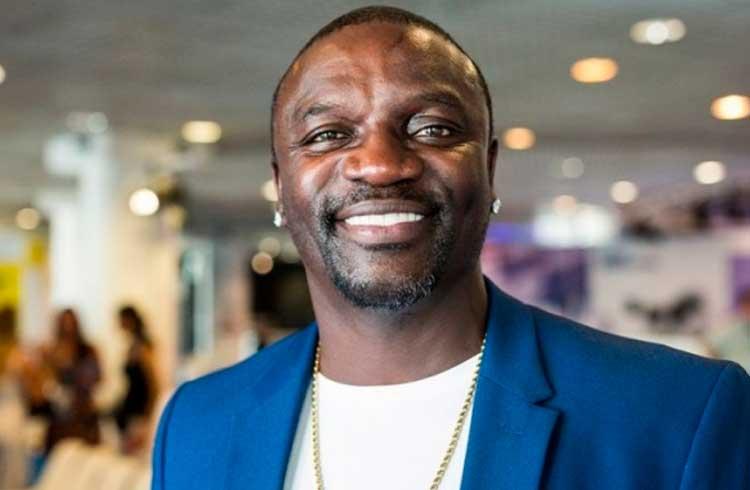 Akon vai dar criptomoedas para criadores de conteúdo