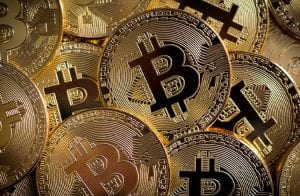 Bitcoin atinge os R$ 72.600 e segue subindo; Ethereum dispara 8%