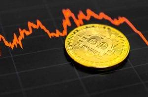 Bitcoin contraria fama e é menos volátil que Apple e Tesla em outubro