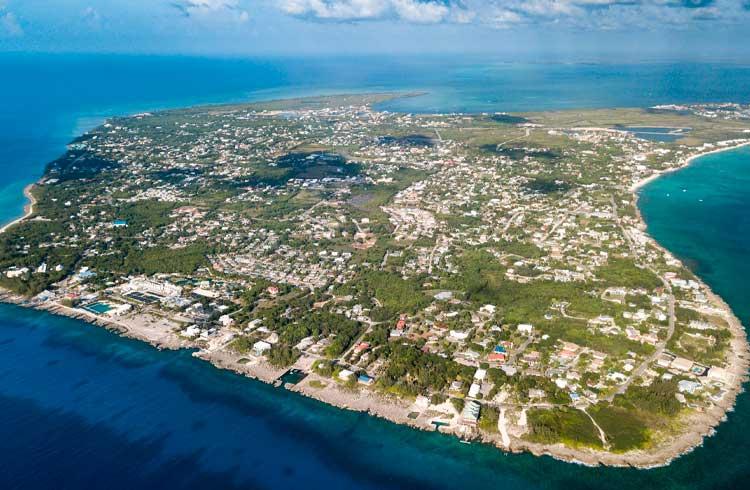 Ilhas Cayman querem atrair empresas de criptomoedas com regulações favoráveis