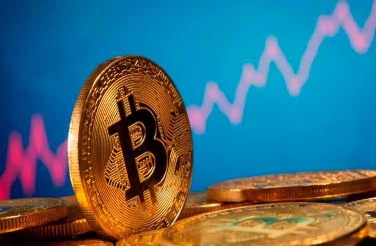 """""""É uma boa hora para comprar Bitcoin?"""", pergunta milionário"""