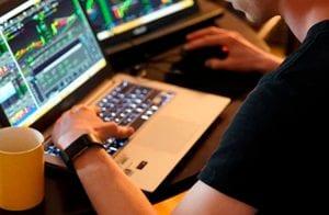Analista destaca 4 criptomoedas em DeFi e IoT para investir