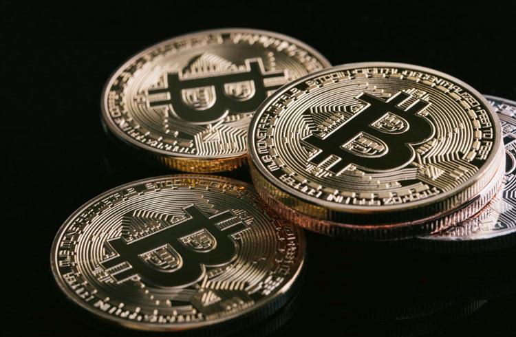 """Bitcoin atingiu """"território de bolha"""" acima de US$ 20 mil, afirma bilionário"""