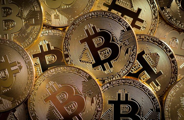Bitcoin derrete R$ 30.000 e volta aos R$ 155.000