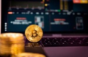 Bitcoin se recupera e volta para R$ 193.000; Stellar salta 10%