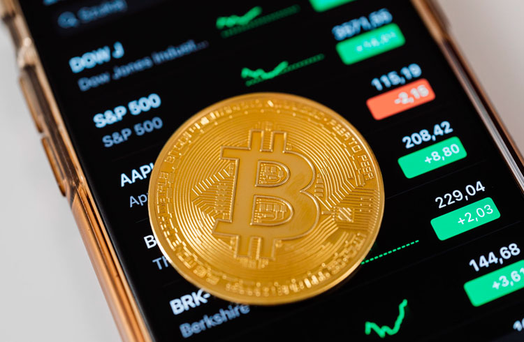 Especialistas indicam motivos para a queda do Bitcoin