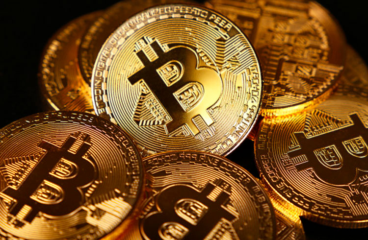 10 maiores empresas públicas compram Bitcoin, o que acontece?