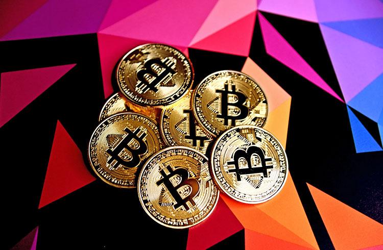 Bitcoin se prepara para seguir em alta enquanto ouro cai 9%