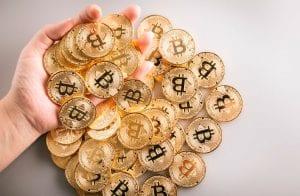 Usuários sacam R$ 3,4 bilhões em Bitcoin da Coinbase em 24 horas