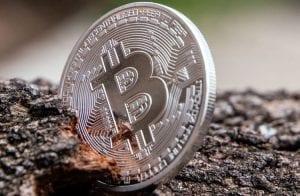 Após ATH, Bitcoin escorrega 8% e volta a R$ 311.000
