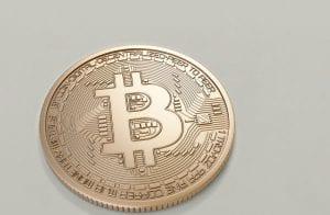 Bitcoin e demais criptomoedas corrigem, mas Theta avança 14%