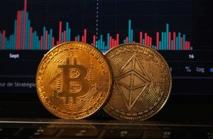Bitcoin reage e beira R$ 320.000; Ethereum a quase R$ 11.000
