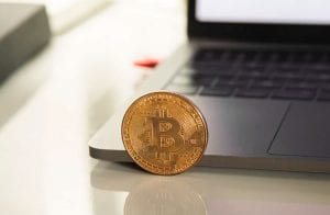 Bitcoin segue na área de R$ 280.000; Theta avança 45%
