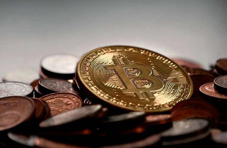 Cardano salta 20% com listagem na Coinbase, Bitcoin segue lateralizado