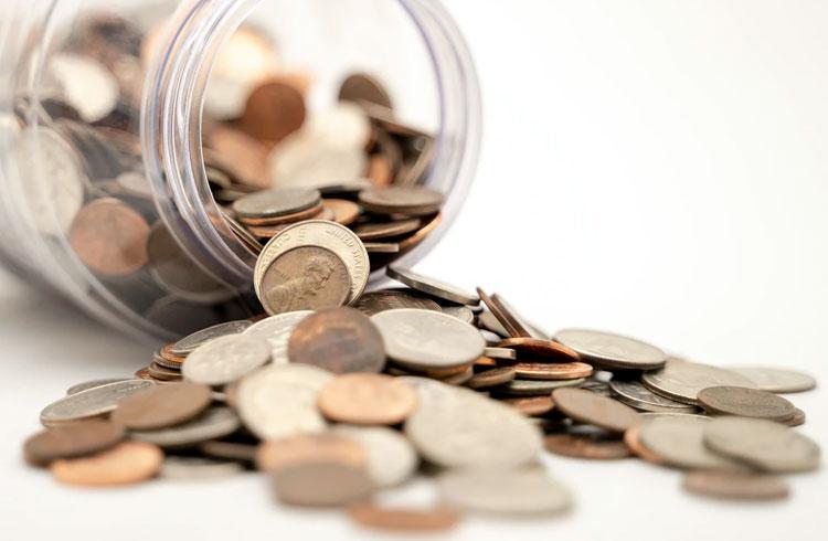 Coinbase lista 3 criptomoedas e causa disparada nos preços