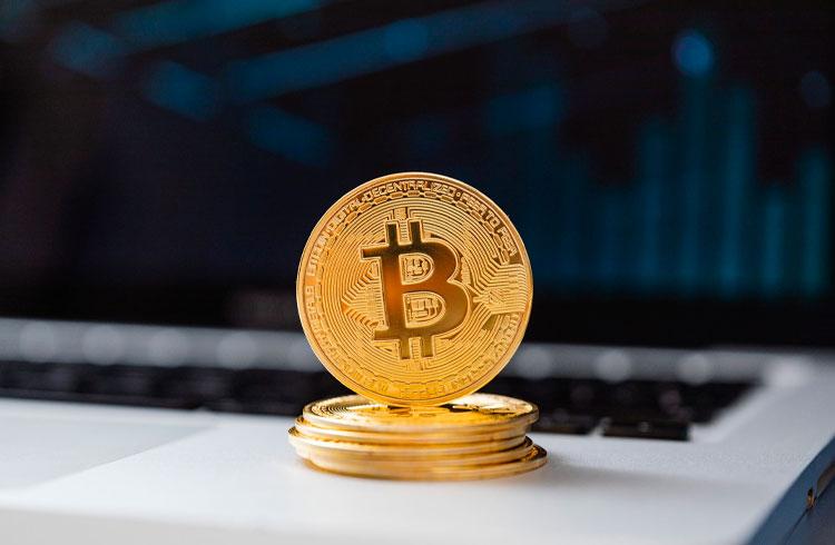 Mais um bilionário muda de ideia sobre Bitcoin e aposta na criptomoeda