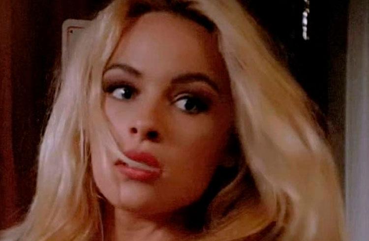 Pamela Anderson entra para as criptomoedas e promete criar NFTs