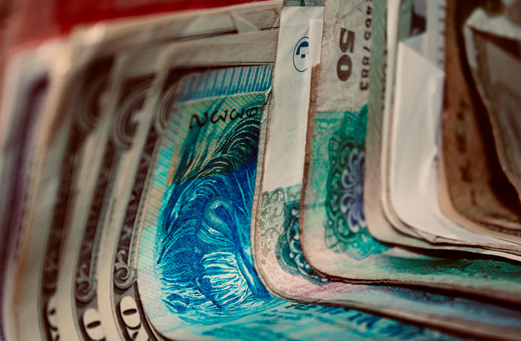 """Real está fraco: conheça 4 """"dólares"""" que superaram a marca de R$ 4,00"""