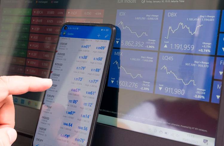"""Trader recomenda 3 criptomoedas baratas que podem """"salvar a carteira"""""""