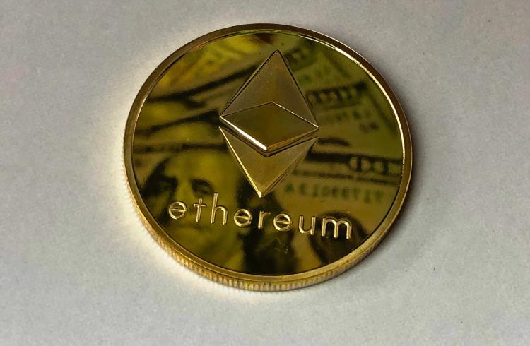 Ethereum valoriza 12% enquanto outras criptomoedas corrigem