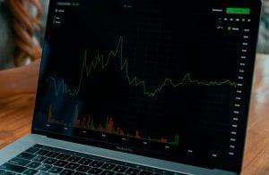 Ações da Coinbase são listadas com forte alta na Nasdaq