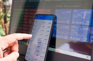 Analista prevê futuro de Binance Coin, Cardano e Uniswap