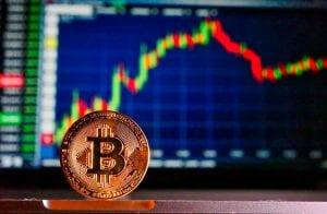 Bitcoin perde gás perto dos US$ 59 mil e XRP salta 42%