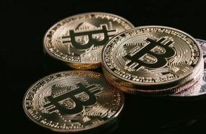 Funcionários públicos na Ucrânia somam R$ 12 bilhões em Bitcoin