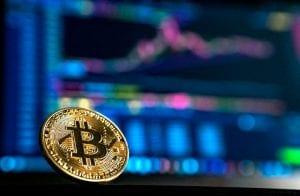 XRP decola enquanto Bitcoin reverte a semana em ganhos